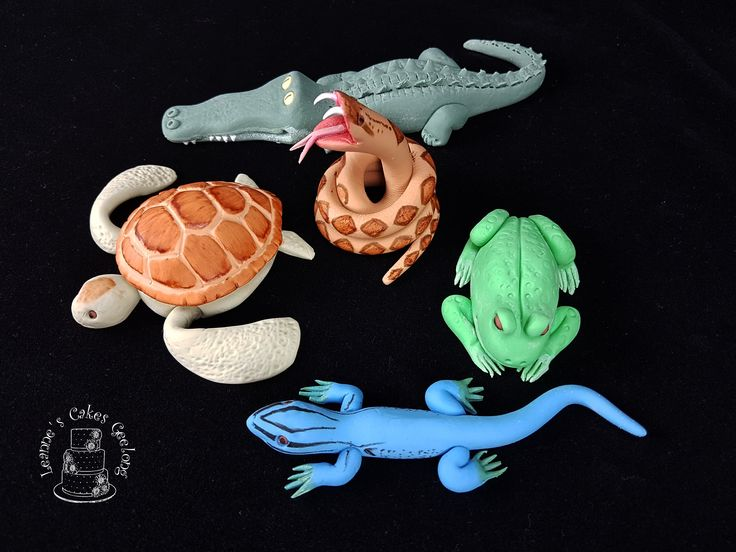 I made this set of 5 reptile cake toppers to go onto a child's birthday cake being made by his mum. I also made 15 little snakes to go on top of cupcakes. These were a lot of fun :)