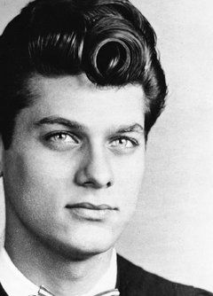 OMG Tony Curtis, your vintage hair is killin me! <3