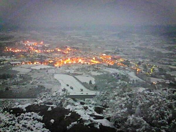 """@elpiani: @mxorto Bon dia mira com esta l teu poble imatge de #Falset desde les Torres pic.twitter.com/SJEwpsY1Ca"" @Etimonline @meteofalset (via @mxorto) Nevada 23-02-13"