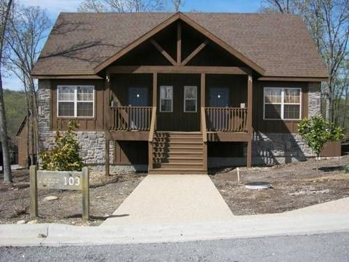 Swept Away Branson West (Missouri) Swept Away offers pet-friendly accommodation in Marvel Cave, 11 km from Branson. Guests benefit from free WiFi and private parking available on site.  There is a seating area and a kitchen complete with a dishwasher and an oven. A TV is provided.