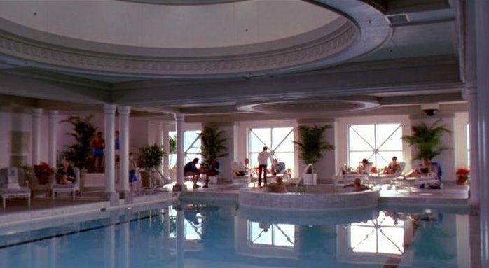 The Frustrating Geographical Inaccuracy Of Home Alone 2 Lost In New York Home Alone Chicago Hotels Hotel Pool