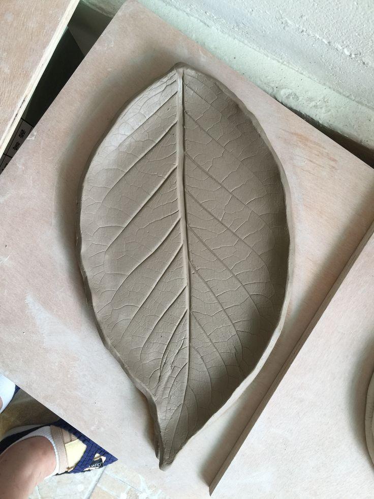 나뭇잎 큰접시 이번에는 깨지지않기를.....