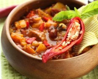 Râgout de viande pimenté aux tomates, poivron et maïs : http://www.fourchette-et-bikini.fr/recettes/recettes-minceur/ragout-de-viande-pimente-aux-tomates-poivron-et-mais.html