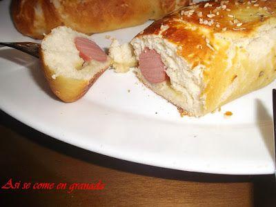 Así se come en Granada.: Pretzel rellenos de salchicha