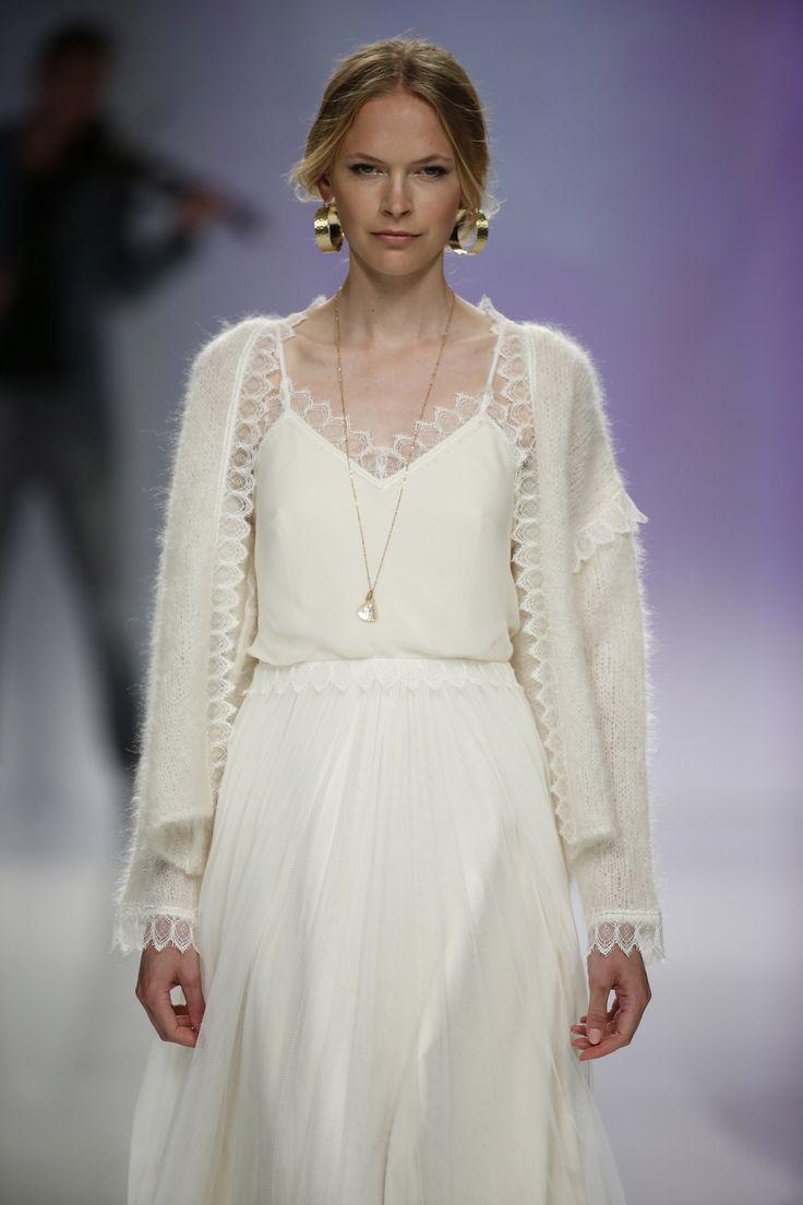 Vestido de novia color crudo dos piezas. Diseño de Rembo Styling.