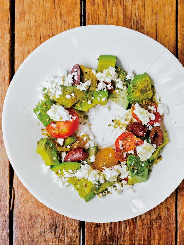 アボカドが主役のギリシャサラダ|『ELLE gourmet(エル・グルメ)』はおしゃれで簡単なレシピが満載!