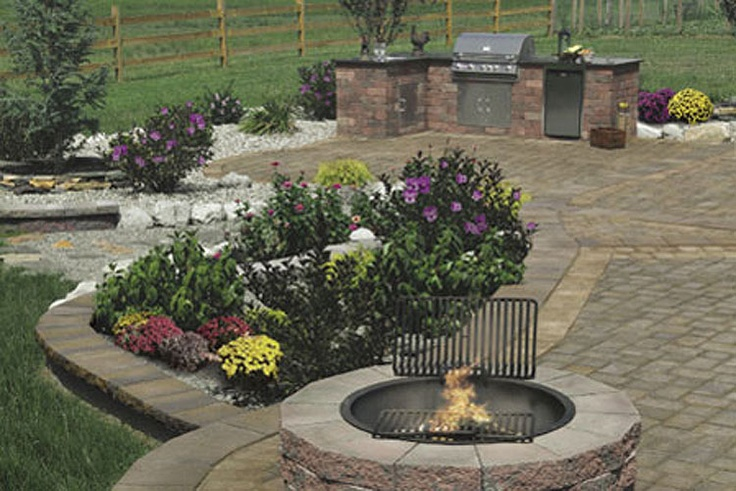 Olde english wall outdoor kitchen pyzique split face for Flower fire pit
