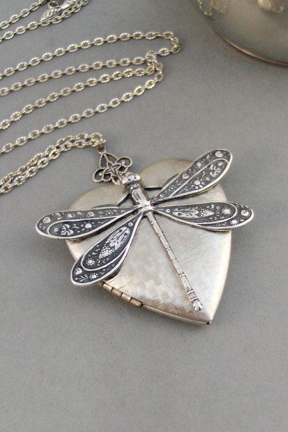 Cuori Dragonfly libellula medaglione collana di ValleyGirlDesigns