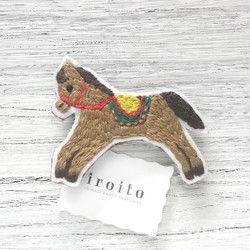 子馬の刺繍ブローチ Iroito stitch badge
