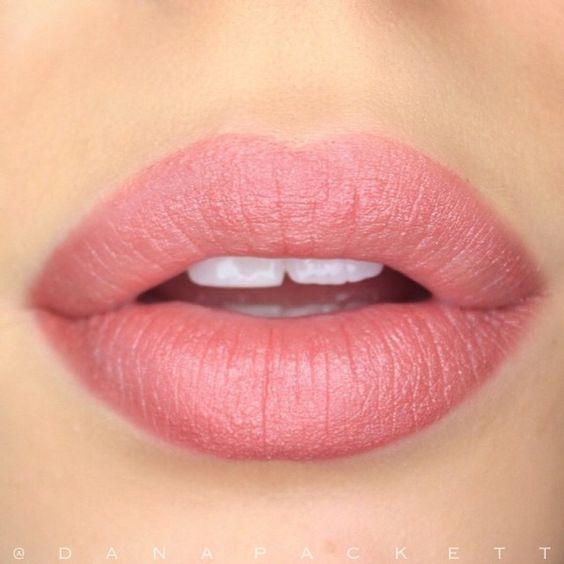 Υπέροχα ροζ χείλη!