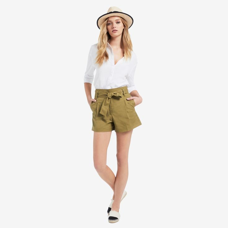 Darker bottoms with a nice white shirt, espadrilles and a chic hat!