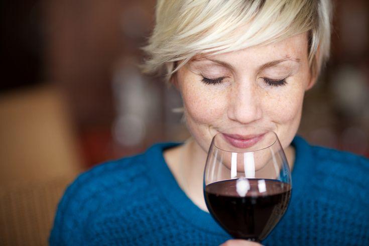 Kärsitkö punaviinipäänsärystä? Valitse itsellesi sopiva viini!