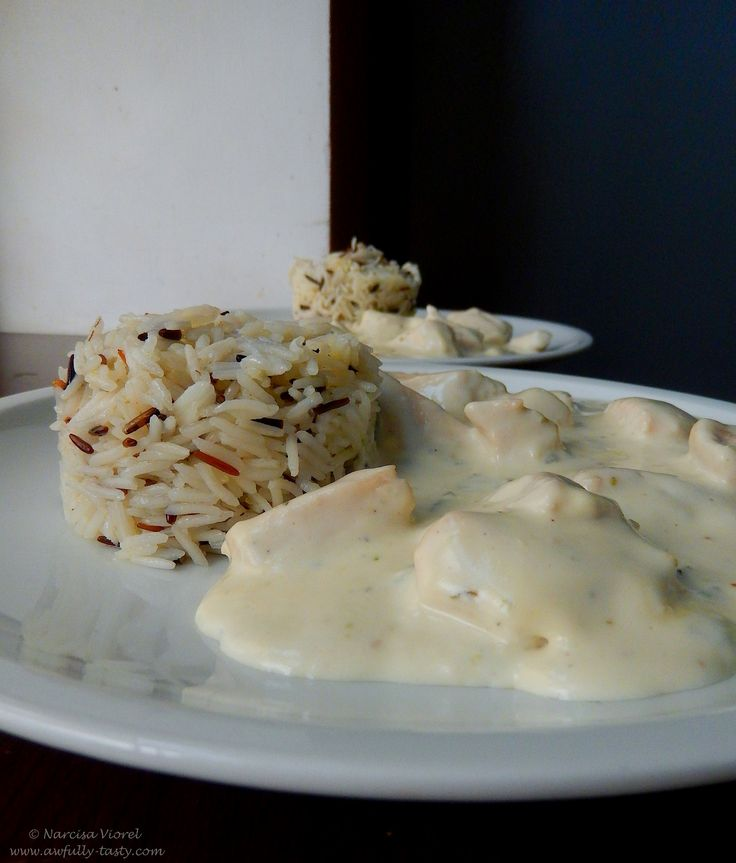 Piept de pui cu gorgonzola.  Chicken breast and blue cheese sauce.