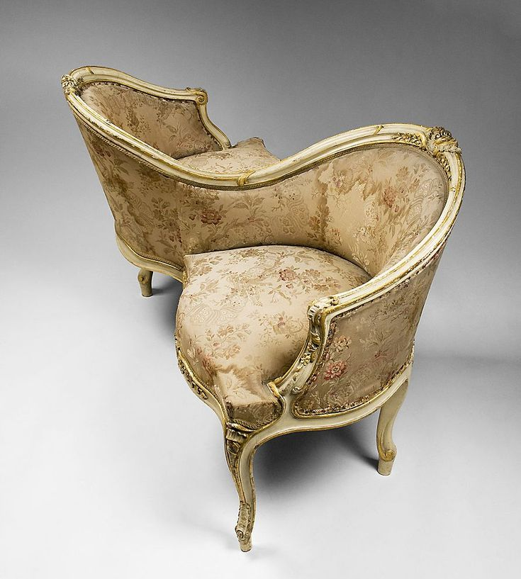 Victorian. A tour I once took explained this seating arrangement. It was for courting and the reason was so a woman and a man could have a conversation without their knees touching each other.