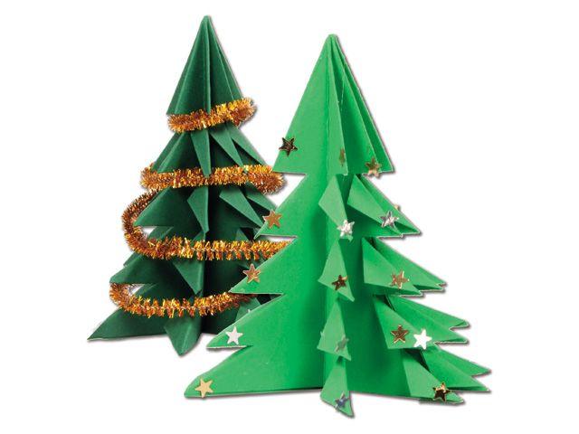 Oh Denneboom - Vouwpret met deze papieren kerstboom. Samen maak je een mooi dennenbos. Versier de bomen met zilveren en gouden sterretjes en chenilledraad.