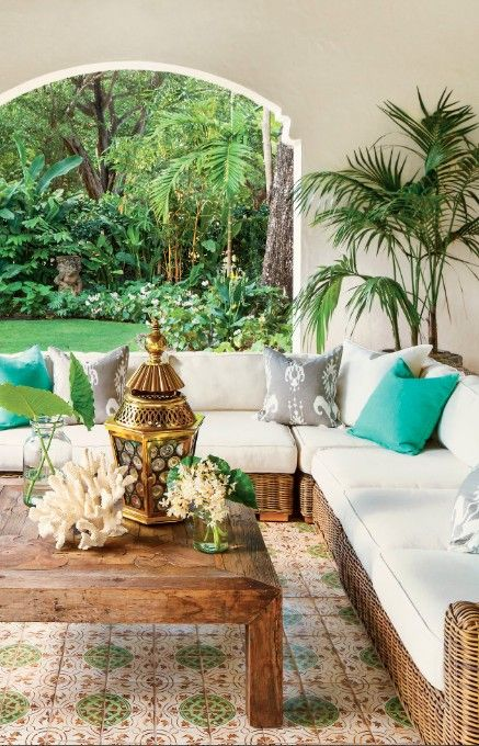 Fantastisk spansk stil Fabulous Spanish-Style Outdoor Room in Miami