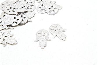 Symbole de chance et de protection, ces confettis de table en forme de Main de Fatma seront parfaits pour décorer les tables de votre mariage !