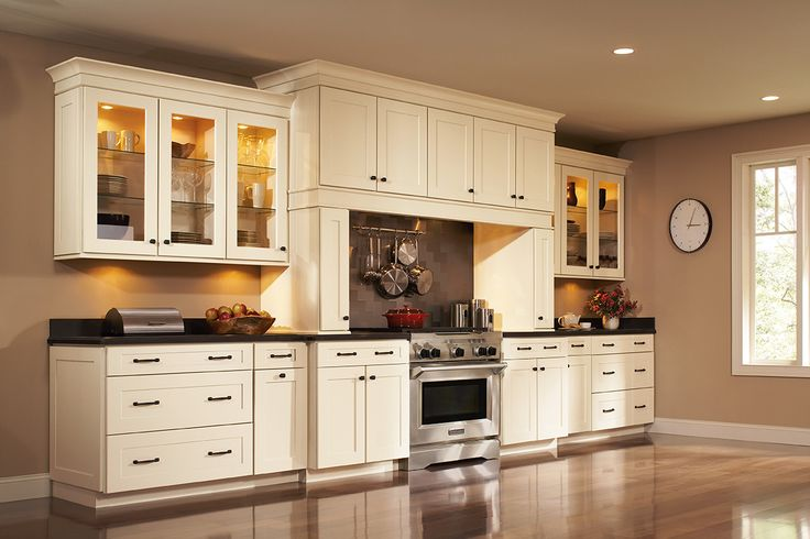 Shenandoah Cabinetry In Painted Silk Mission Door With
