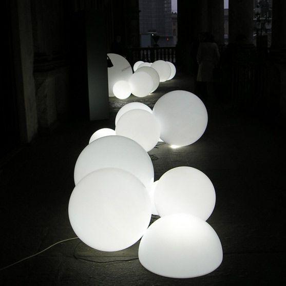 Lampa dekoracyjna | Globo 70 by Slide Studio | biały - Makeithome.pl | Loving Creative Solutions