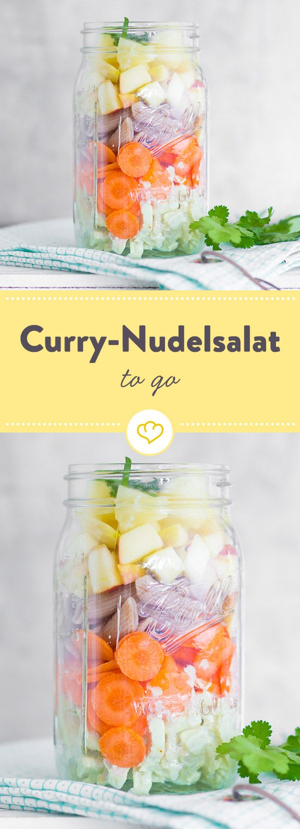 Karotten, Äpfel, Ananas und Vollkornnudeln schichten und mit einem cremigen Curry-Joghurt und Hähnchenbrust verfeinern. Perfekt zum Mitnehmen!