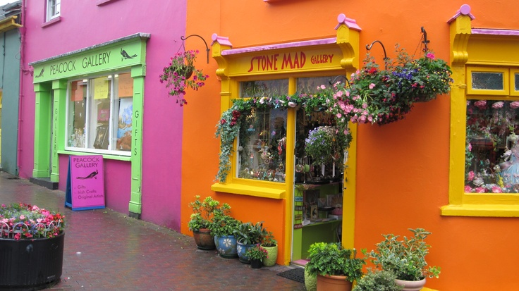 The color of the buildings in Cork in Irland really made me smile and dying to get inside the exciting shops