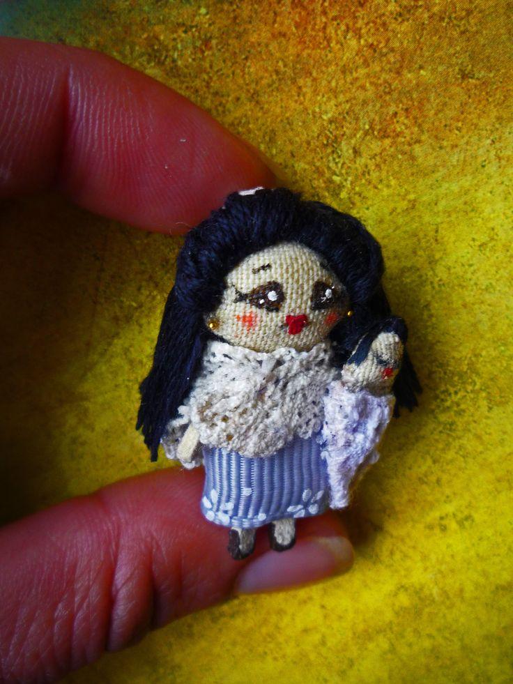 """Nuh´s Mom & sister; Muñecas de trapo miniatura; Madre 1 1/2"""", bebé 3/4"""". Miniature rag dolls: Mother 1 1/2"""", baby 3/4"""". By Georgina Verbena"""