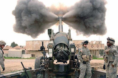 Howitzer-Dudes are just standing there like its nothing