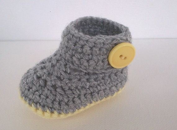 Crochet pattern  Baby booties crochet pattern   by MissCro on Etsy