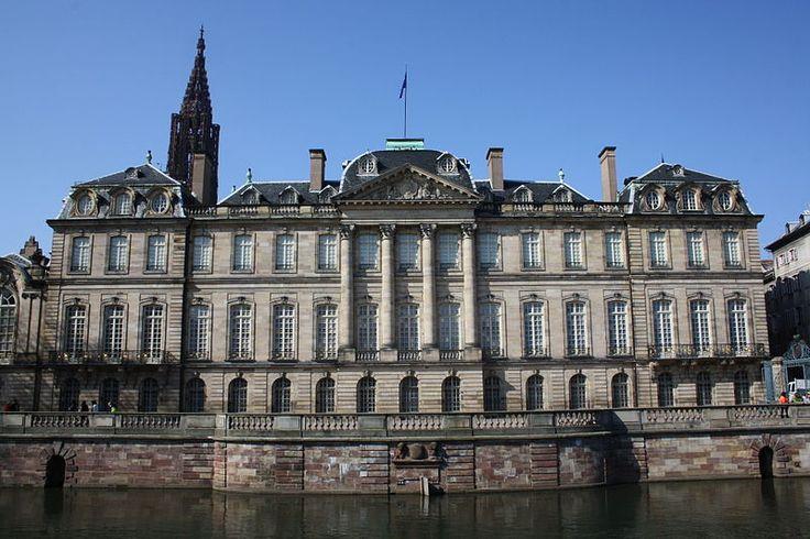 Estrasburgo (Palais Rohan) http://maleta-en-mano.blogspot.com.es/2014/11/estrasburgo-todavia-mas-bonita-en.html