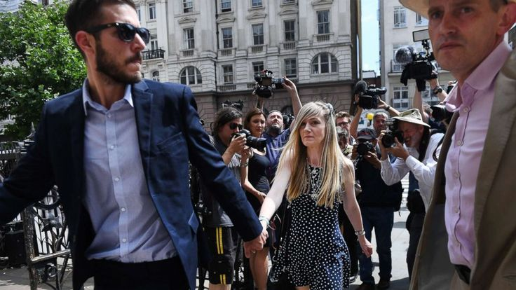 The parents of terminally ill baby Charlie Gard arrived at the U.K.'s High Court of Justice today for a hearing that was expected to determine his fate.   The highly anticipated court hearing comes a day after Connie Yates and Chris Gard made a public appearance to state that their son... - #Arrive, #Baby, #Charlie, #Gard, #Ill, #Parents, #Terminally, #TopStories