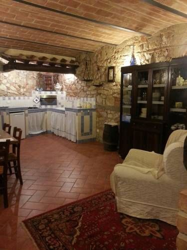 Appartamento Rustico Capannoli Located 26 km from Pisa and 31 km from Lucca, Appartamento Rustico offers pet-friendly accommodation in Capannoli. The property is 34 km from Montecatini Terme and free private parking is offered. Free WiFi is featured throughout the property.