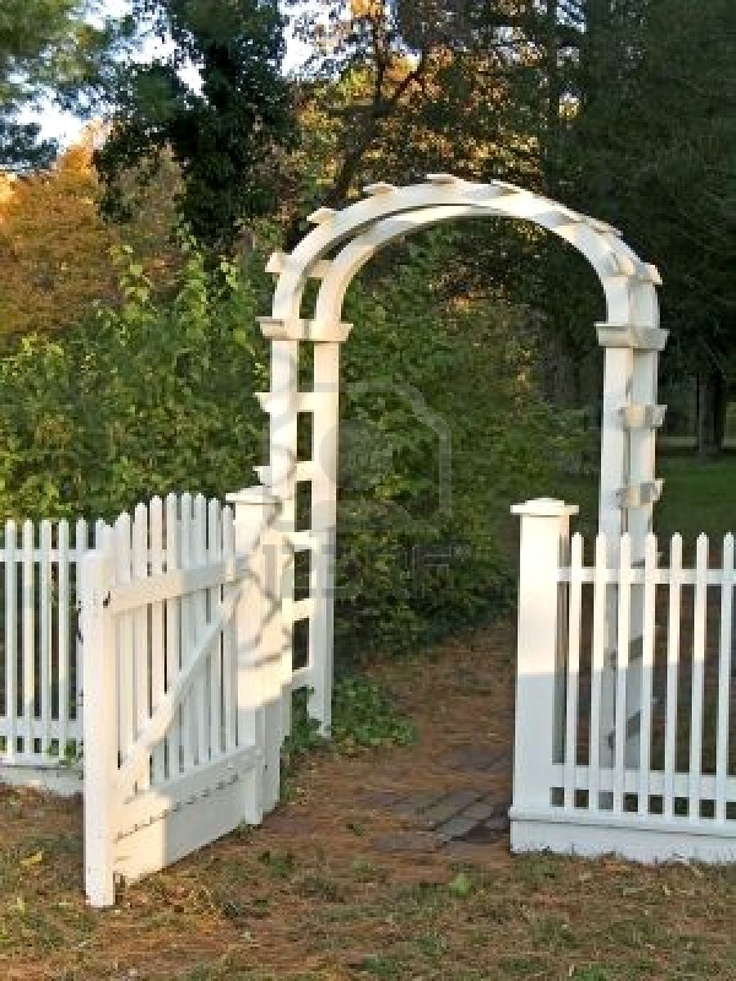 best 25 picket fences ideas on pinterest picket fence gate picket fence garden and white. Black Bedroom Furniture Sets. Home Design Ideas