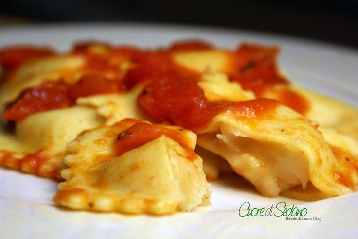Tortelli di patate, speck e dadolata di pomodori http://cuoredisedanoblog.blogspot.it/2013/01/tortelli-di-patate-speck-e-dadolata-di.html