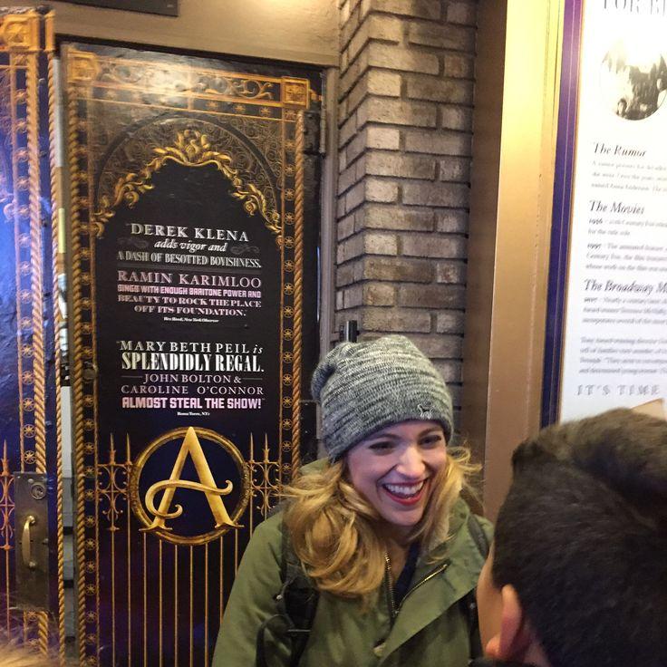 """Y este fue el momento mas emocionante!! Luego de haber disfrutado el Musical """"Anastasia"""", Pude conversar con la protagonista!! Siiii Ella es Christy Altomare, quien interepreta a Anastasia. La música, las canciones y la historia de """"Anastasia"""" me cautivaron desde que vi la película por primera vez cuando tenía unos 12 años creo!! Y desde que se estrenó en Broadway no había parado de ver videos en youtube y de admirar a todos sus artistas, pero sobretodo la tremenda y h..."""