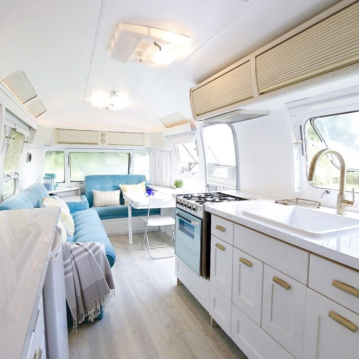 Best 25 travel trailer floor plans ideas on pinterest for Airstream decor
