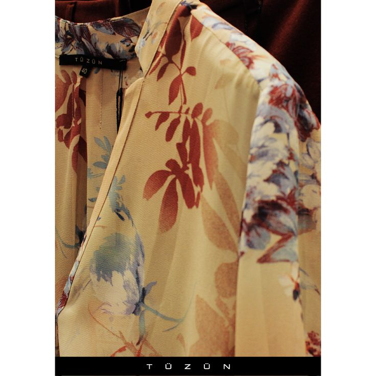 Floral desenli degrade bluz ile sezonun moda rengi vinoyu kombinleyerek asaleti yakalayın. #Tuzun #TuzunGiyim #trend #moda #fashion #style #stil #vino #floral #degrade