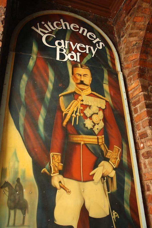 #Braamfontein | Kitchener's Carvery Bar, die naasoudste kroeg in Johannesburg.