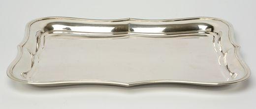 Gecontourneerd rechthoekig zilveren blad - W. Baksteen & C.J. Middendorp, Rotterdam (1861-1889) - 1864 - Winkeliersmerk van Gastel - gehalte 0.835 - 868 gram - l. 36, b. 28 cm (inscriptie onderzijde)