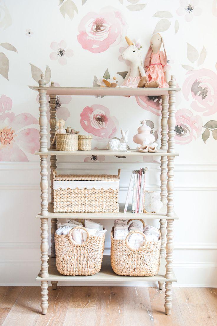 Project Nursery – Bibliothèque dans Monika Hibbs & # 39; Pépinière florale   – Nursery Style