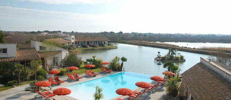 A Les Saintes Maries de la Mer, in un'area incontaminata della Camargue, si trova L'Estelle en Camargue, un albergo dal nome e dalle....