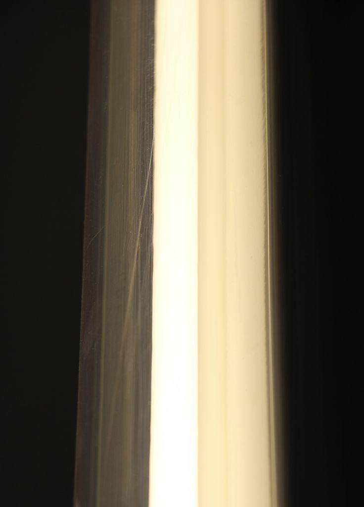 Door het lichtspel ontstaan er rechte lijnen die evenwijdig lopen met elkaar.