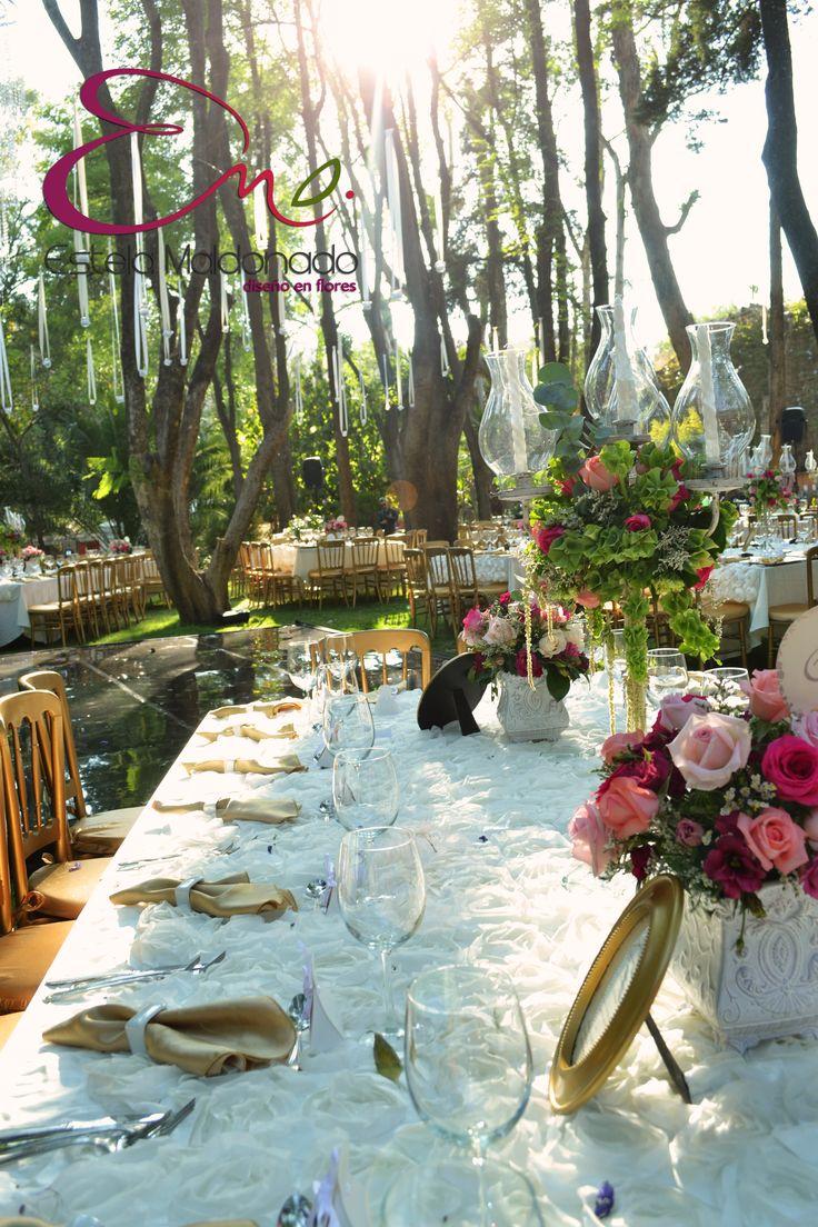 Montaje de mesas decoraci n floral bodas en guanajuato for Arreglos florales para boda en jardin