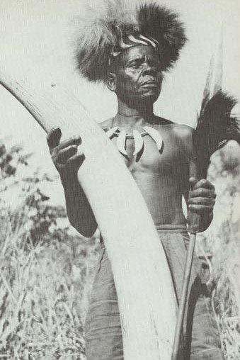 Africa | Shangaan Chief MANNING Mocambique 1952