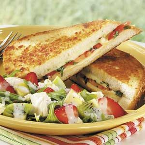 Basil-Tomato Grilled Cheese Recipe: Chicken Salad Healthy, Grilled Cheese Recipes, Basil Tomatoes Grilled, Strawberry Chicken Salads, Yummy Recipes, Grilled Cheese Yummy, Strawberries Chicken Salad, Grilled Cheeses, Chicken Salad Recipes