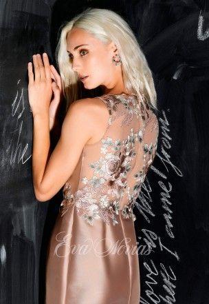 Vestido de fiesta Modelo 5442 de Nacho Bueno 2017 en Eva Novias Madrid.  #vestido #fiesta #madrina #2017 #moda #fashion #invitada #invitadaperfecta #evanovias #tienda #madrid #modamujer #nacho #bueno