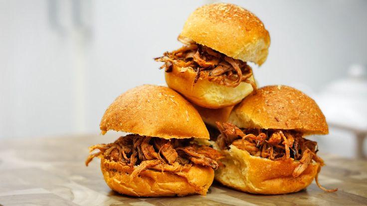 Mini sanduíches de porco desfiado (Pulled Pork)