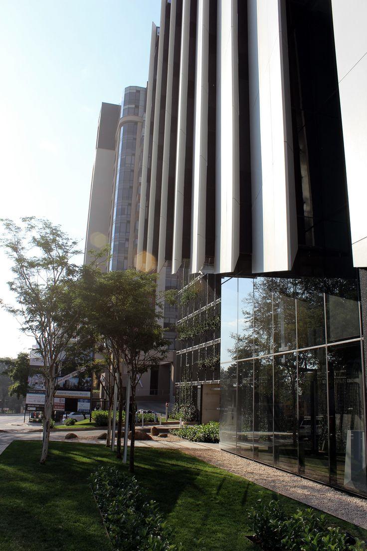 4 Stan Rd - Ground floor landscaping along building facade