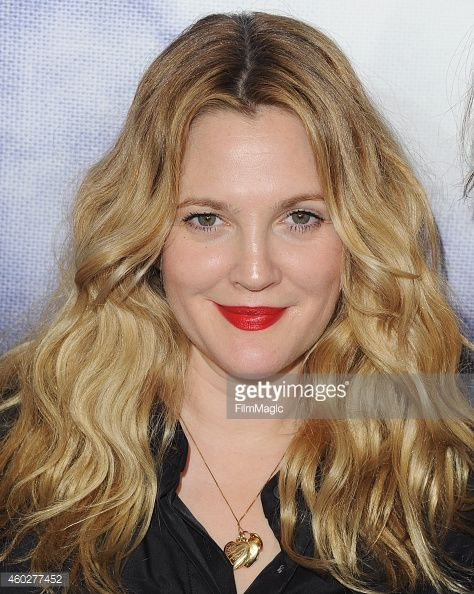 Drew Barrymore arrives at the Refinery29 Holiday Party at Sunset... Nachrichtenfoto | Getty Images