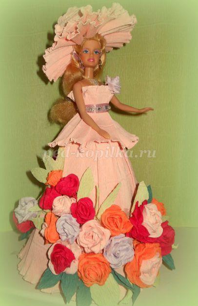 Платье для куклы из креповой (гофрированной) бумаги своими руками