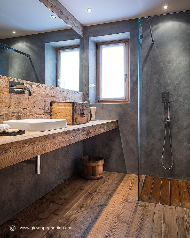 Residenza privata a Cortina d'Ampezzo - piano in legno vecchio: Falegnameria Nichelo - pavimento in abete anticato: Falegnameria Dimai - box doccia a filo pavimento: Rare - rubinetteria: Cisal - lavabo semi incasso: Galassia